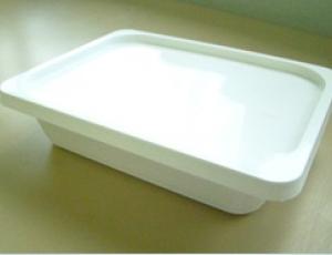 กล่องพลาสติกบรรจุภัณฑ์อาหาร สี่เหลี่ยมผืนผ้า 570 มิลลิลิตร สีขาว พร้อมฝา