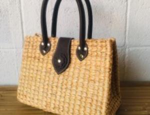 กระเป๋าผักตบชวาทรงจีบเล็กสายหนังใบโพธิ์, 12 x 6 x 8 นิ้ว