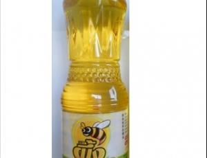 น้ำมันปาล์มโอเลอินจากเนื้อปาล์มผ่านกรรมวิธี ตราผึ้ง ชนิดขวด PET ขนาด 1 ลิตร